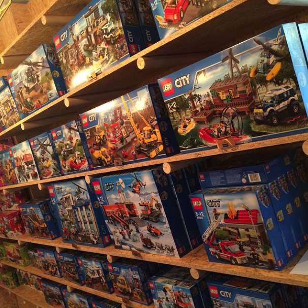 Ex-chef throws in the dish towel to open the ultimate Lego store